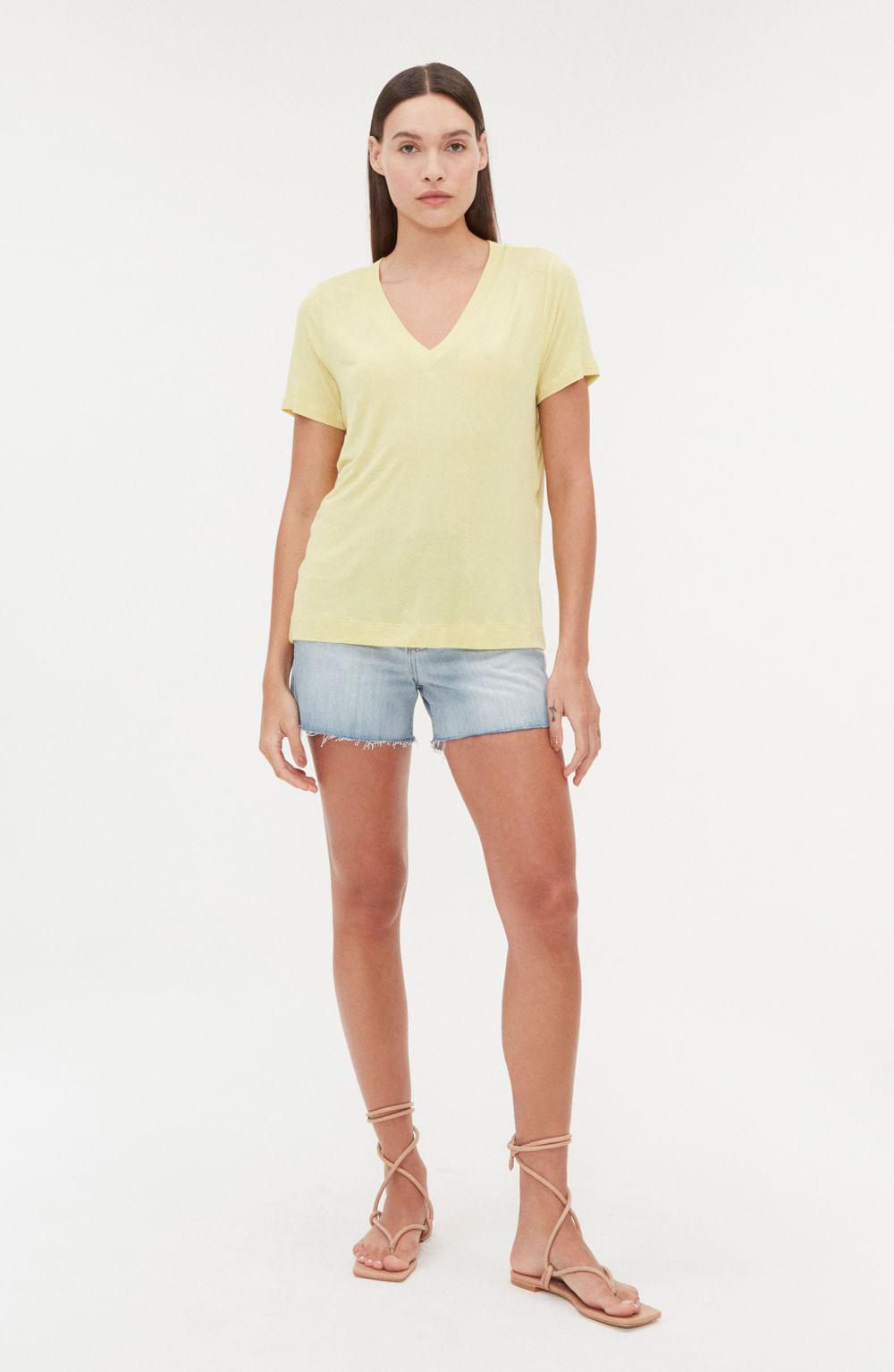 camiseta decote v malha manga curta