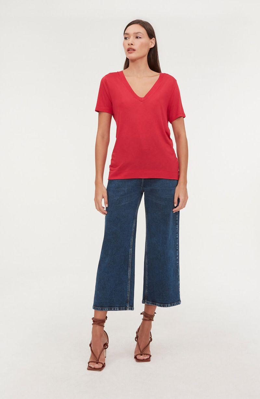 cori-camiseta-basica-gola-v-vermelha-0584312-1