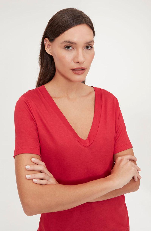 cori-camiseta-basica-gola-v-vermelha-0584312-3