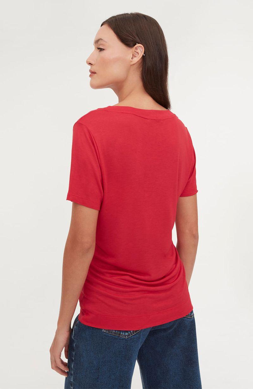 cori-camiseta-basica-gola-v-vermelha-0584312-4