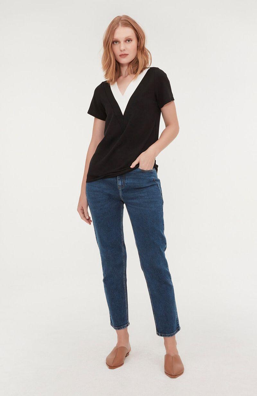 cori-camiseta-gola-v-preta-branca-0584314-1