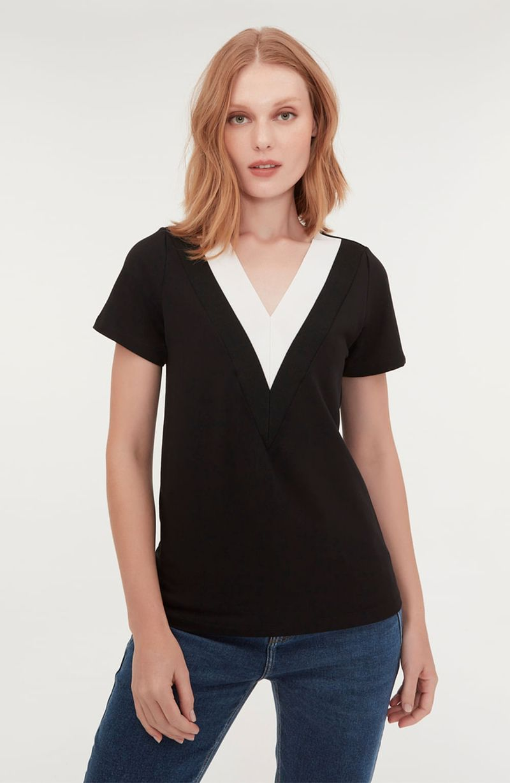 cori-camiseta-gola-v-preta-branca-0584314-2