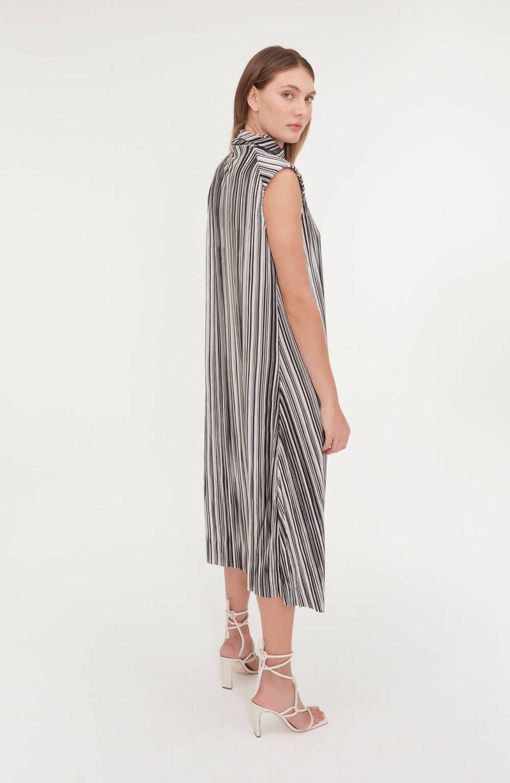cori-vestido-midi-gola-role-estampado-preto-branco-0188590-4