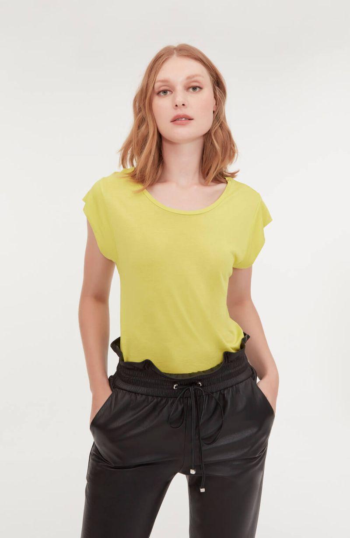 cori-camiseta-malha-basica-amarela-0584310-1