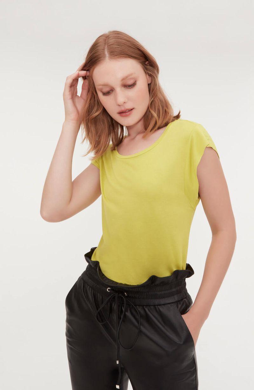 cori-camiseta-malha-basica-amarela-0584310-2