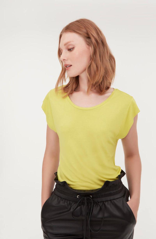 cori-camiseta-malha-basica-amarela-0584310-3