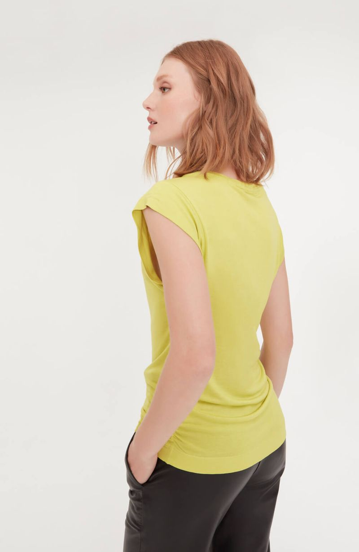cori-camiseta-malha-basica-amarela-0584310-4