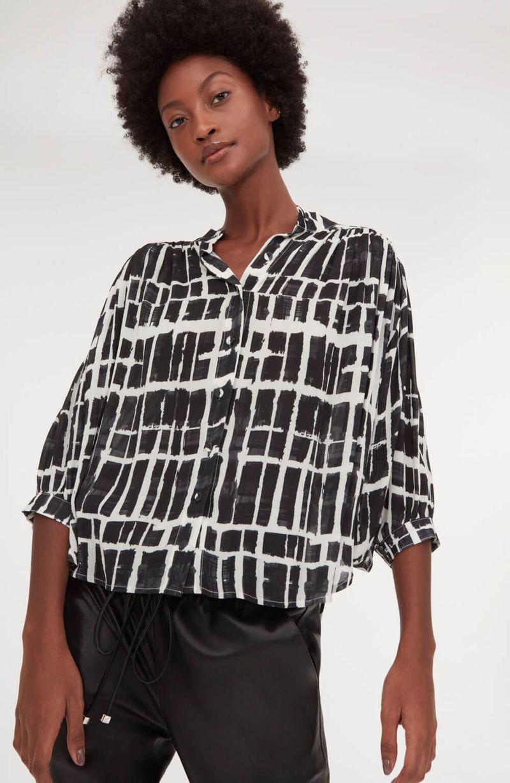 cori-camisa-estampas-pincelada-preta-0587981-1
