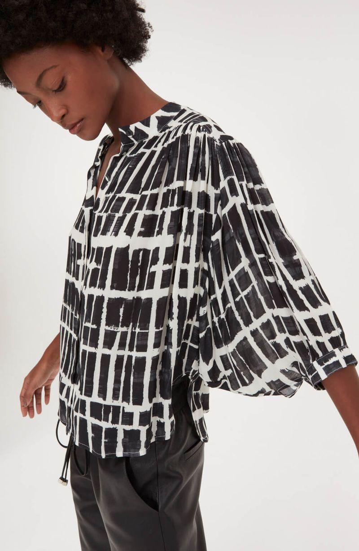 cori-camisa-estampas-pincelada-preta-0587981-2