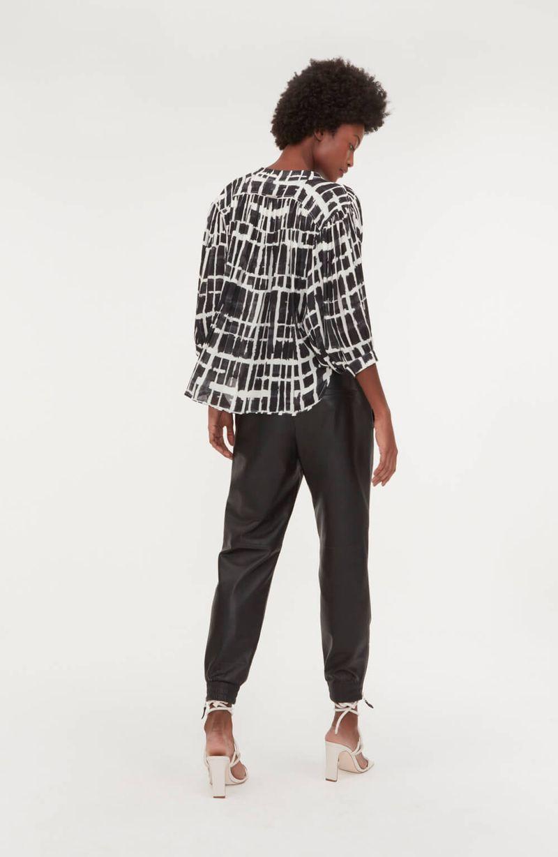 cori-camisa-estampas-pincelada-preta-0587981-4