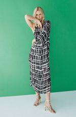 cori-vestido-midi-um-ombro-estampado-preto-0187980-1