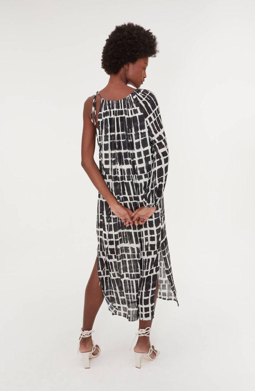 cori-vestido-midi-um-ombro-estampado-preto-0187980-4