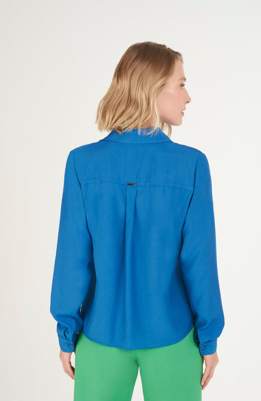 camisa com vista coberta azul